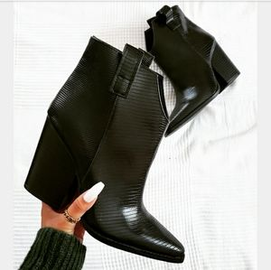 Shoes - 🆕️Pre Fall Edit Collection// Black boot